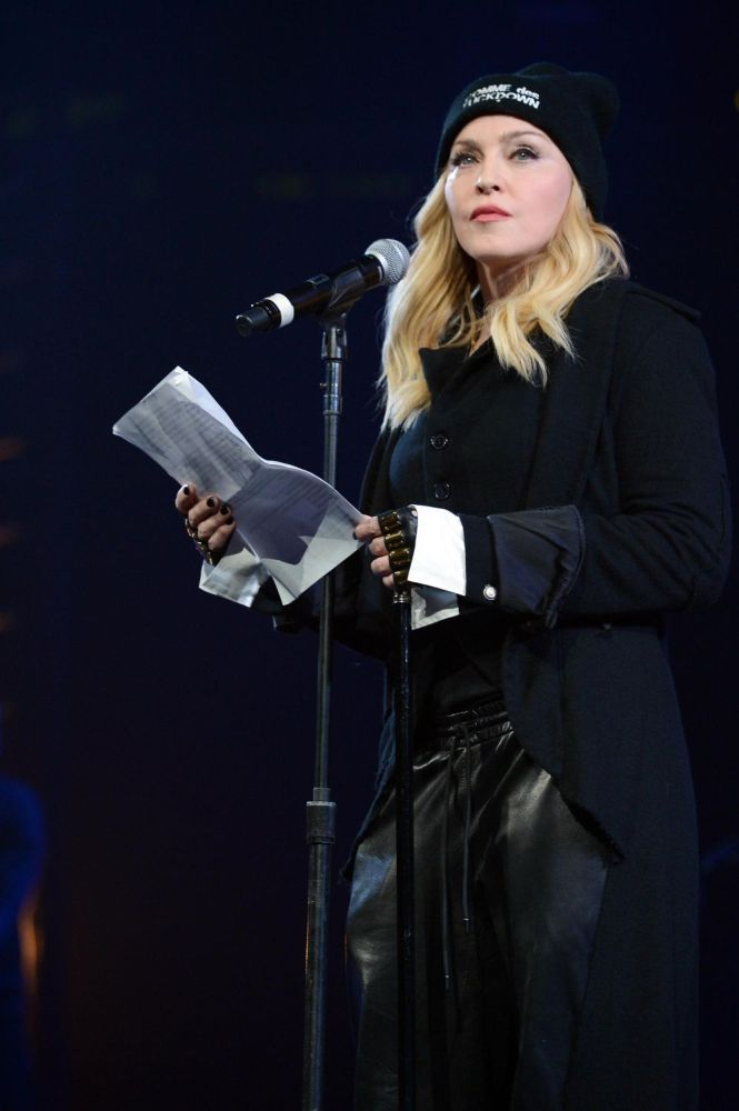 20140602-pictures-madonna-amnesty-international-concert-nyc-03