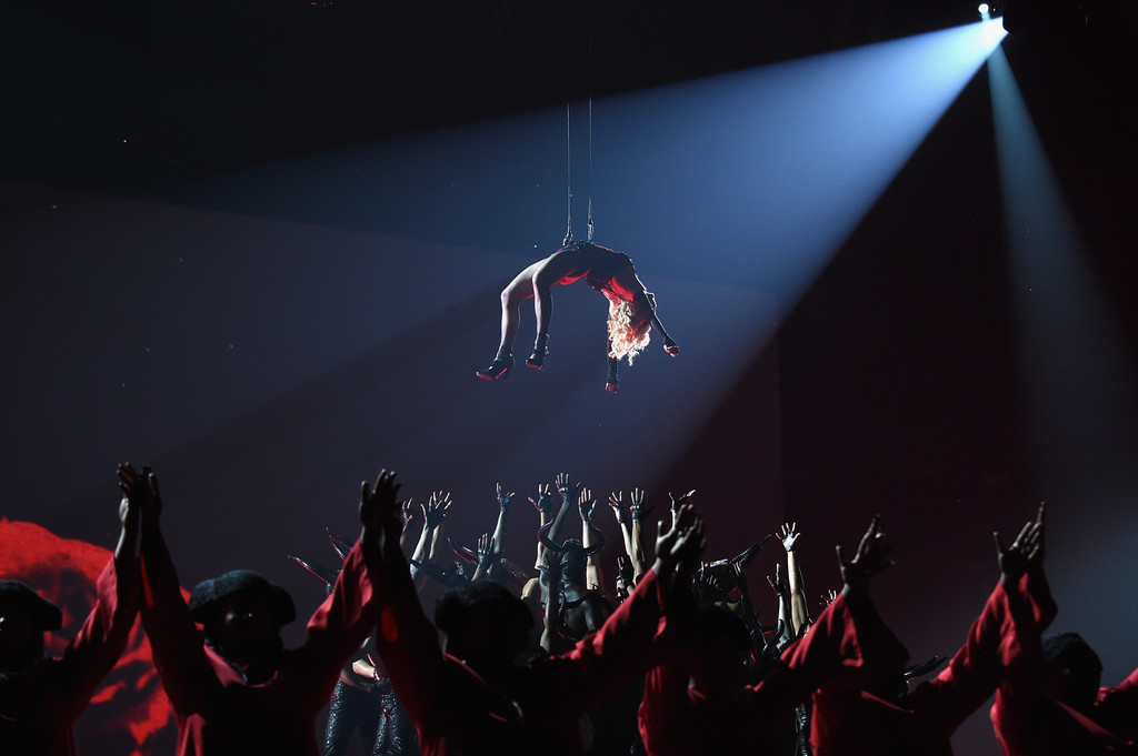 Madonna+57th+Annual+GRAMMY+Awards+Telecast+IkOylsidL59x